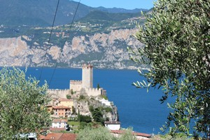 On the beautiful bay of Campagnola, just 2.5 km north of Malcesine